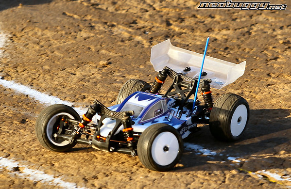 http://gallery.neobuggy.net/2013Races/2013-110th-ROAR-Nationals/Wednesday-Practice/i-FtdkNd4/0/M/AT4_4787-M.jpg