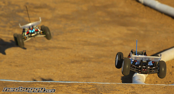 http://gallery.neobuggy.net/2013Races/2013-110th-ROAR-Nationals/Wednesday-Practice/i-Rw7rpwV/0/M/AT4_4812-M.jpg